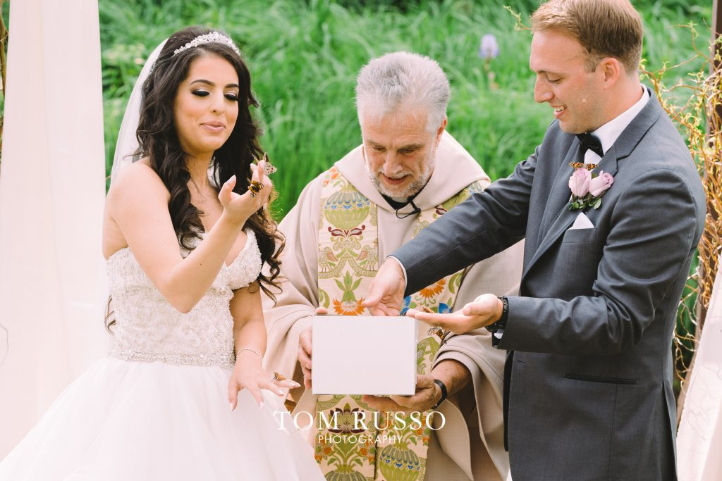 9 Wedding Send Off Ideas for EPIC Wedding Exits 29